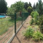 Zaun mit Betonplatten